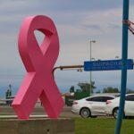 Suipacha: Se colocó una escultura que apunta a sembrar conciencia sobre el cáncer de mama