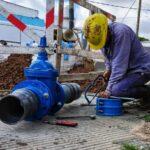 Continúan las tareas de mantenimiento de ABSA sobre la red de agua en La Plata